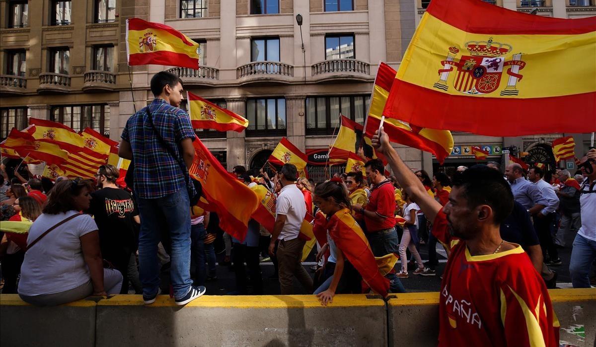 Imágen de la marcha de los no Independentistas en Via Laietana