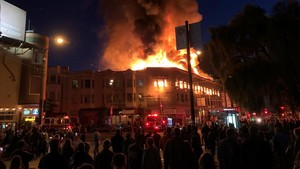 lainz42563601 fire consumes the top floor of a building in the north beach180318104907