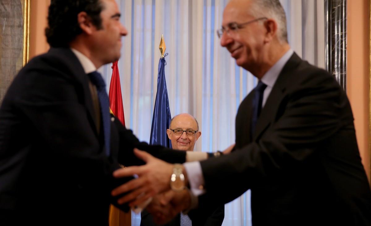 El Ministro de Hacienda, Cristóbal Montoro, preside la firma del concierto de Muface con aseguradoras privadas.
