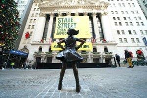 La 'Nena sense por' estrena nova ubicació davant la Borsa de Nova York