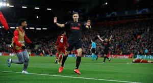 Diego Llorente celebra uno de sus dos goles ante el Liverpool.
