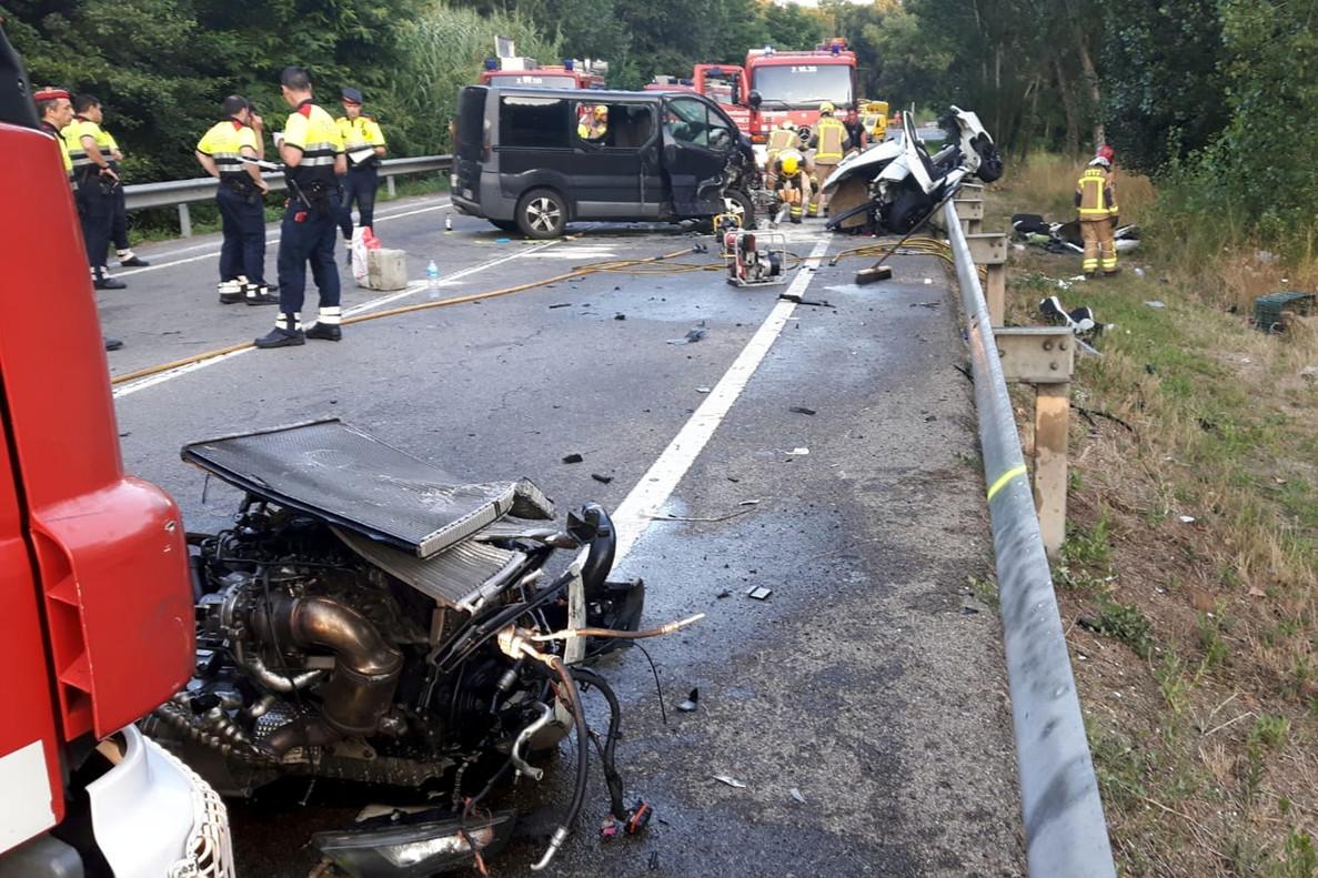 Quatre morts i dos ferits greus en un xoc frontal a Vidreres