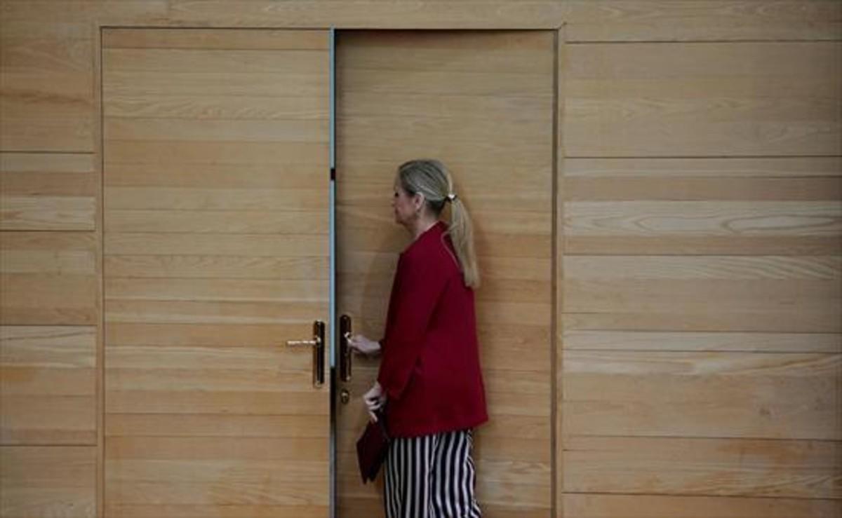 ACORRALADA Cristina Cifuentes, en la Asamblea de Madrid, ayer.
