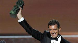 El actor Antonio Banderas recibe el Goya al mejor actor protagonista por su trabajo enDolor y Gloria.