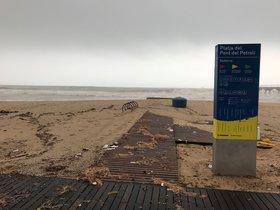 Las playas de Badalona recibieron los principales impactos del temporal 'Gloria'.