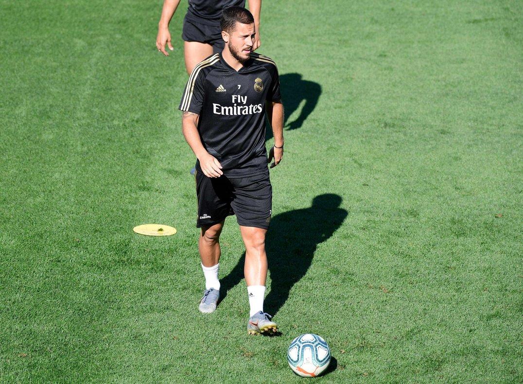 Eden Hazard durante el entrenamiento de este viernes con el Madrid en el que se ha lesionado.