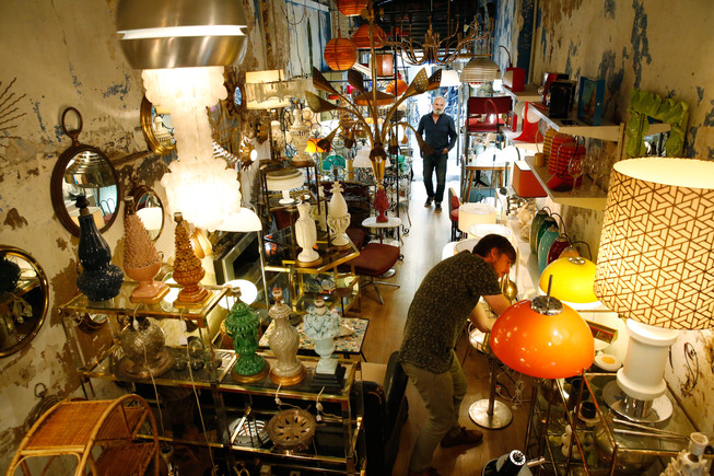 Armando de David, paraíso de las lámparas y los muebles 'vintage'.