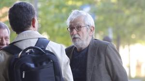 El arquitecto Óscar Tusquets, a su llegada a la Ciutat de la Justícia para declarar en el juicio del 'caso Palau'.