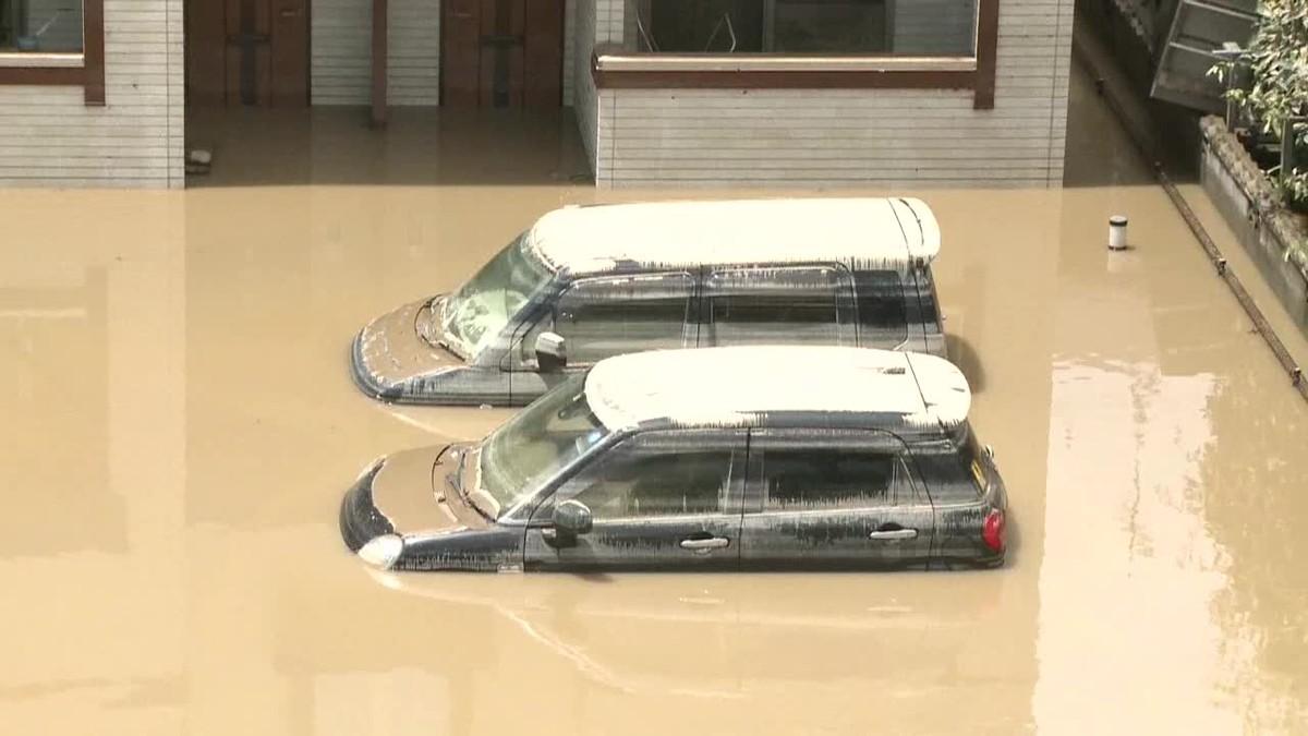 El número de fallecidos por las lluvias torrenciales de la mitad sur de Japón asciende ya a dos centenares.
