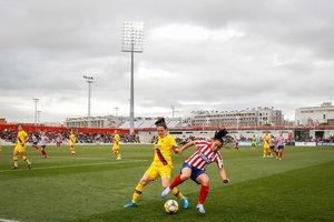 Partido de Liga entre el Atlético y el Barça en Alcalá de Henares.