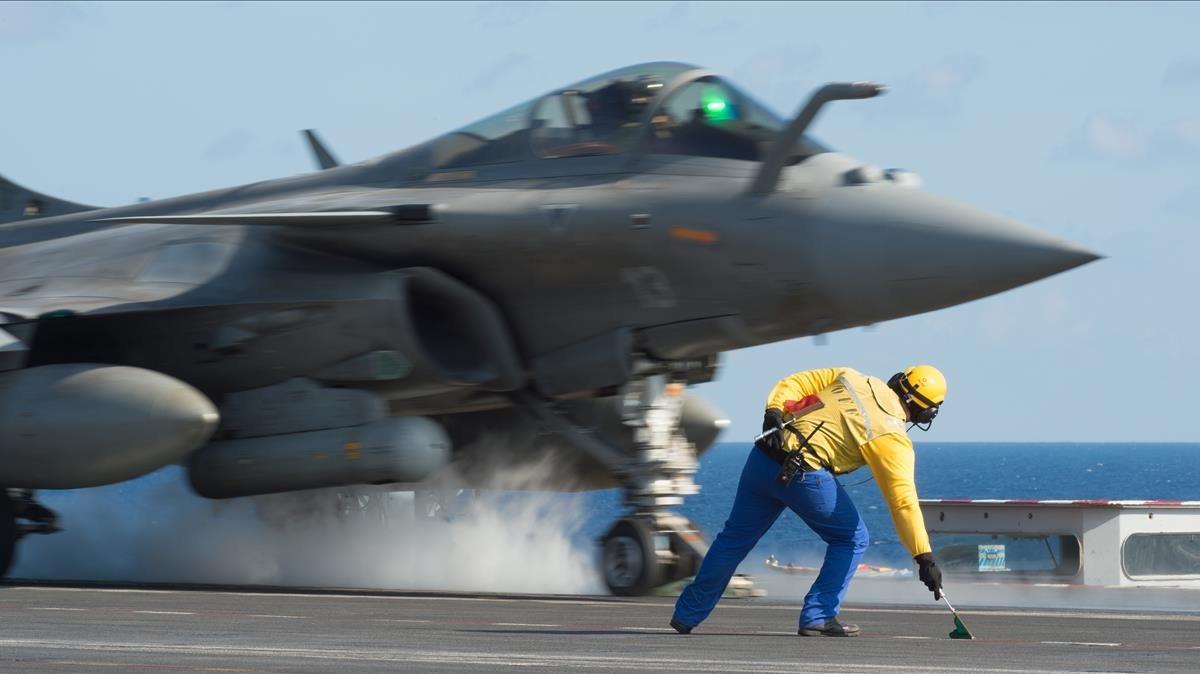 Un avión Rafale de combate francés, modelo vendidopor Francia a Egipto