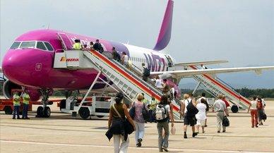 Wizz Air emula a Ryanair y cobrará por el equipaje de mano