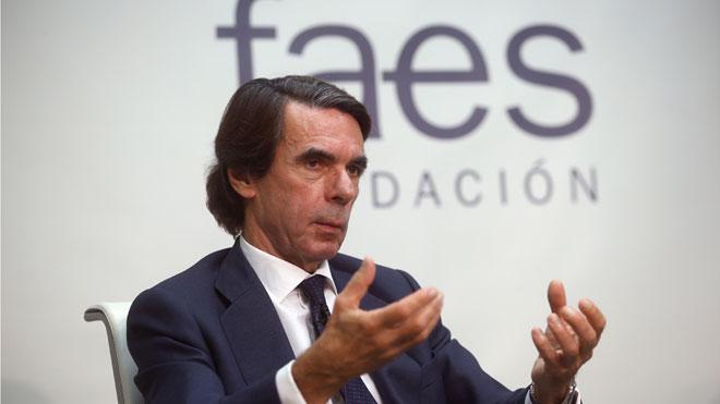 Aznar quiere alianza de partidos constitucionales, pero no liderada por Pedro Sánchez.