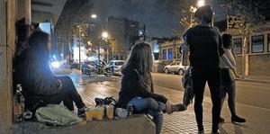 BOTELLÓN Los expertos en adicciones alertan sobre el riesgo de que emborracharse se convierta en el objetivo de algunos jóvenes.