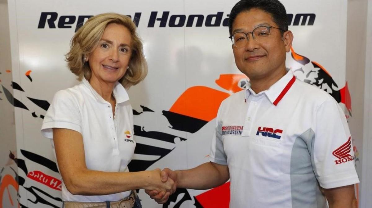 Begoña Elices (Repsol) y Yoshishige Nomura (Honda Racing Corportion) han firmado el acuerdo de dos años (2019 y 2020) de asociación en el Mundial de MotoGP, cuyo título mundial ostenta su equipo.