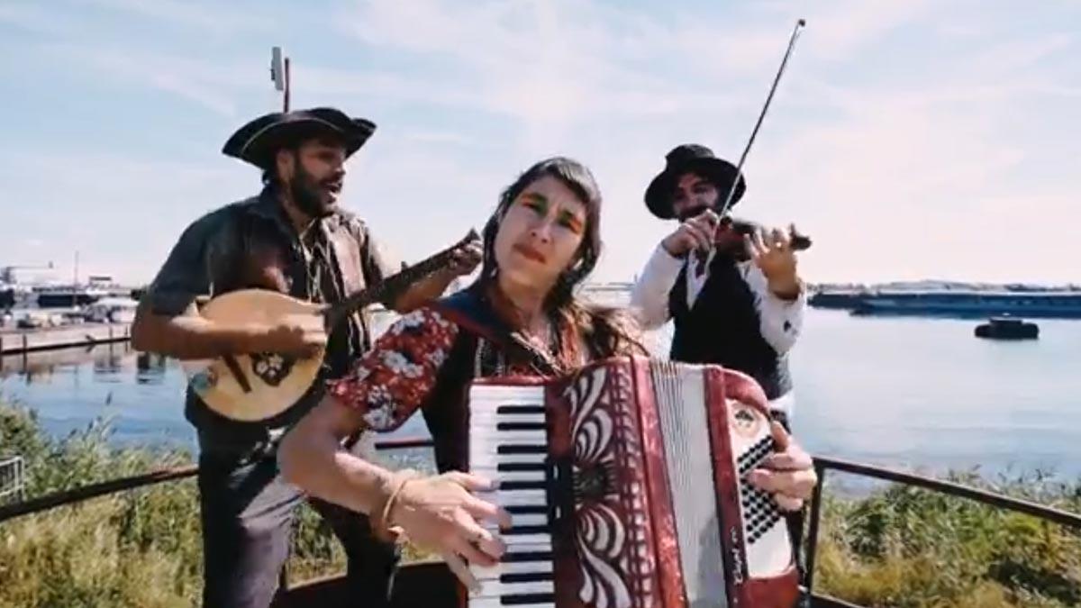 Videoclip de 'Bella ciao', versión de La Fanfarria del Capitán que suena en la serie de Netflix'La casa de papel'.