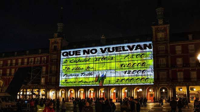 Polèmica per la projecció dels 'papers de Bárcenas' a la plaça Mayor de Madrid