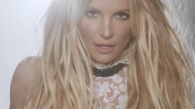 Britney Spears responde con humor a los rumores que la daban por muerta.
