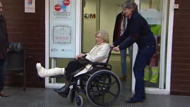 Carmena rep l'alta després de passar la nit de Cap d'Any a l'hospital