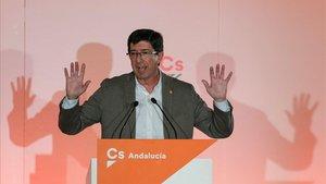 El candidato de Ciudadanos a la Junta de Andalucía, Juan Marín, en un mitin en Linares.