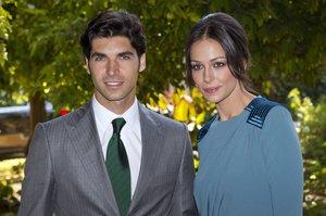 Cayetano Rivera y Eva González, en la boda de la duquesa de Alba con Alfonso Díez, en el 2011.