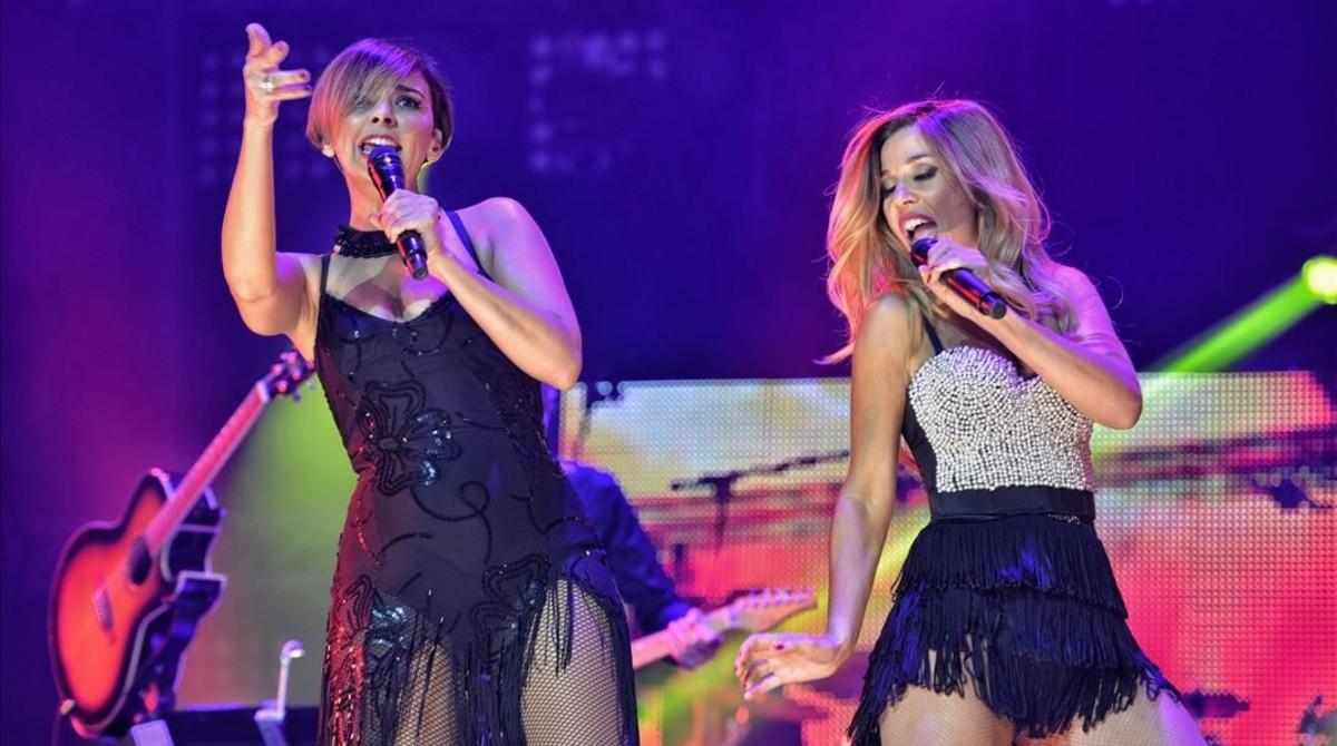 Chenoa y Natalia, durante el concierto de OT: el reencuentro en el Palau Sant Jordi.
