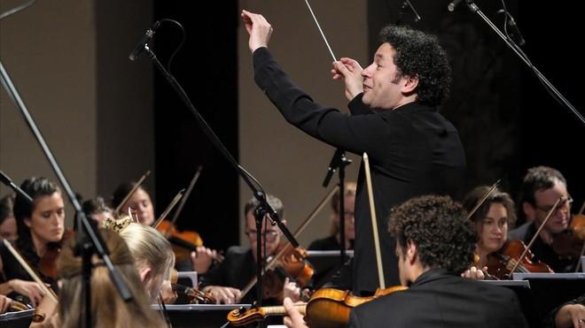 Dudamel dirige a la Mahler Chamber Orchestra, en el Palau de la Música, este martes.