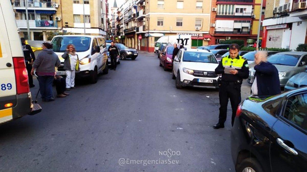 Un conductor de VTC se queda dormido y atropella a dos personas en Sevilla