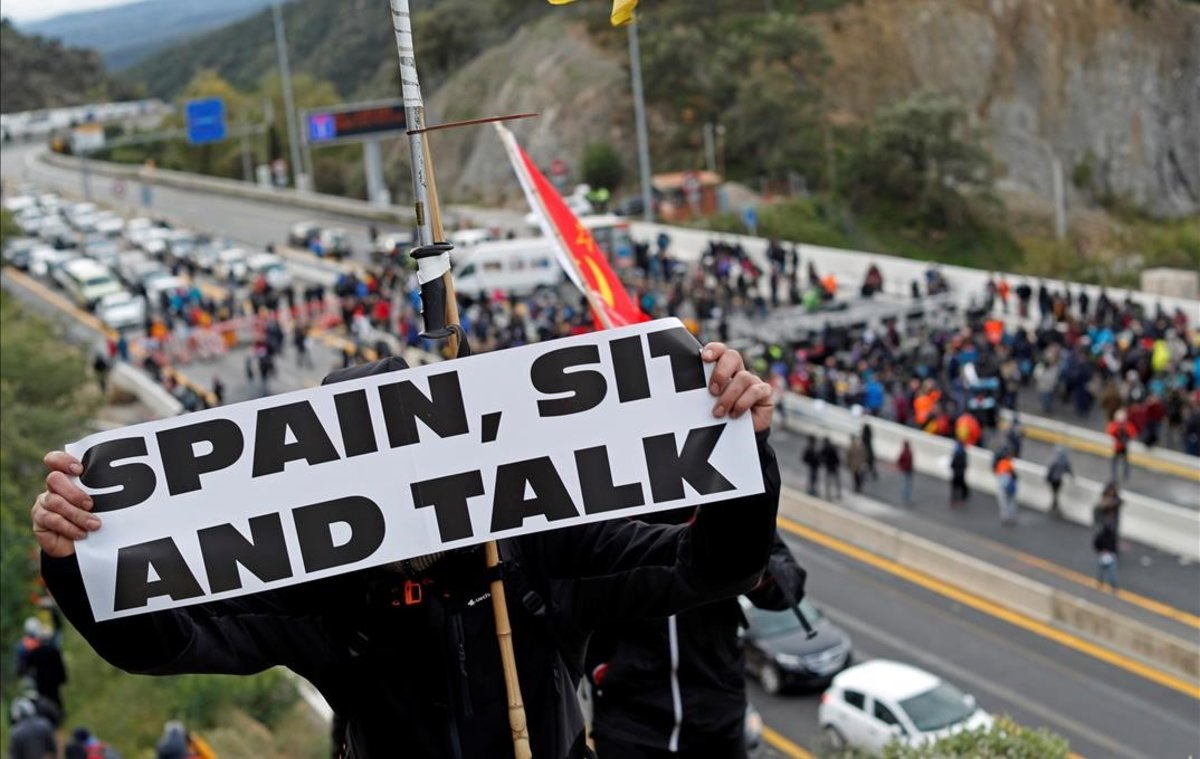 Corte de la AP-7 en La Jonquera, por la convocatoria de Tsunami Democràtic, el 11 de noviembre.
