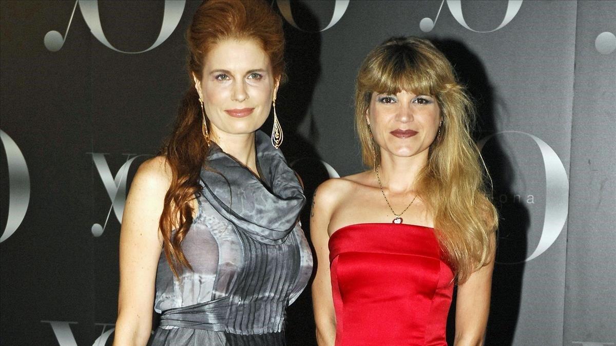 Cristina de Borbón (derecha) junto a su hermana Olivia, en junio del 2008.