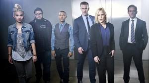 Patricia Arquette (de negro), con el resto de protagonistas de CSI Cyber, en una imagen promocional de la serie.