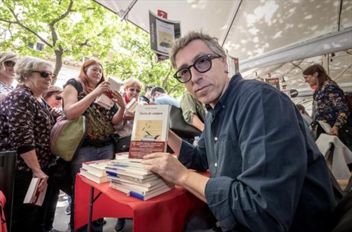 DAVID TRUEBA El escritor muestra 'Tierra de campos'.