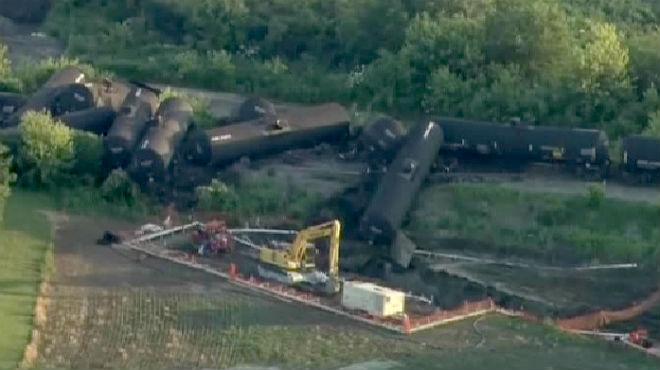 De los contenedores que transportaban el crudo, 25 quedaron afectadosllegando a derramarmás de 151.000 litros de petróleo.