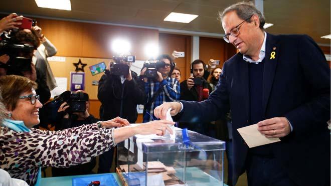 Elecciones 28-A. Quim Torra ejerce su derecho a voto en Sant Gervasi.