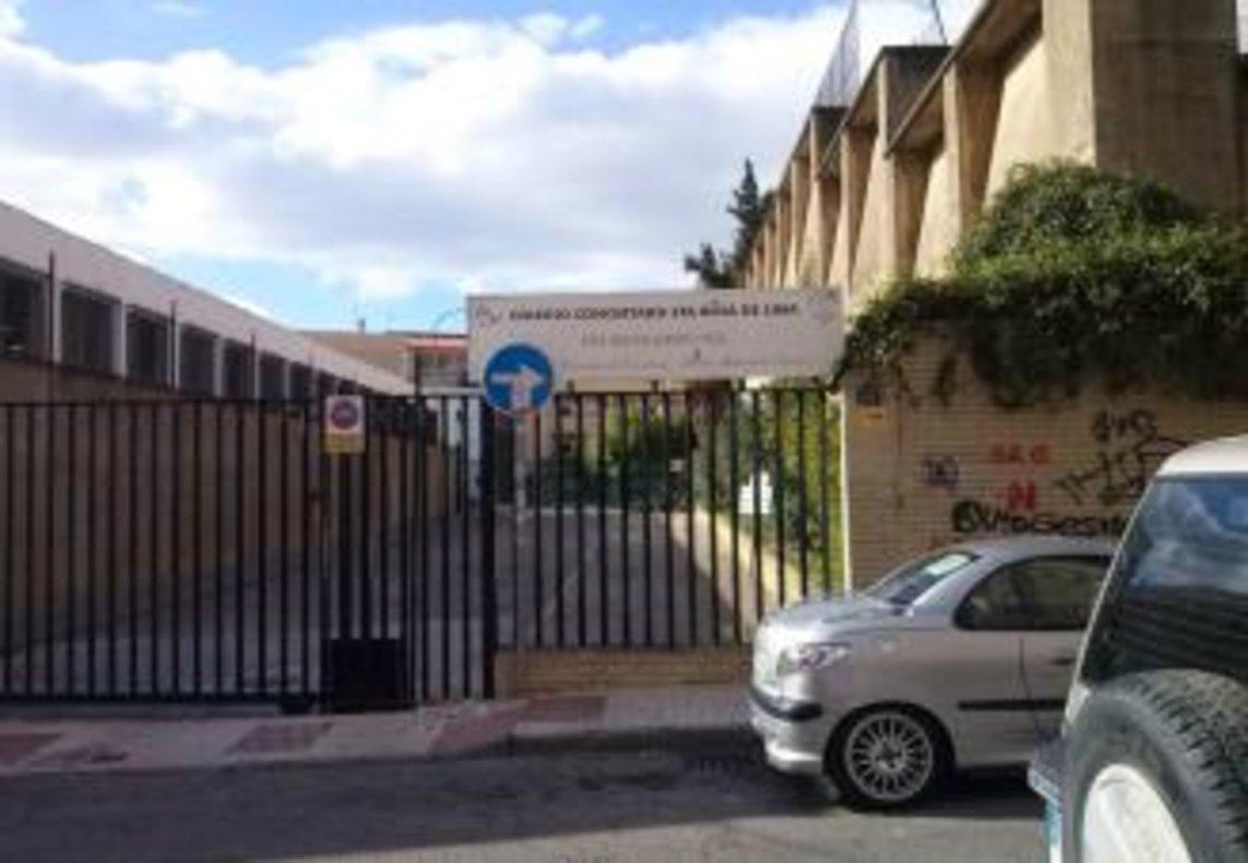 Entrada al colegio Santa de Rosa de Lima, ubicado en la calla Argentea de Málaga capital.