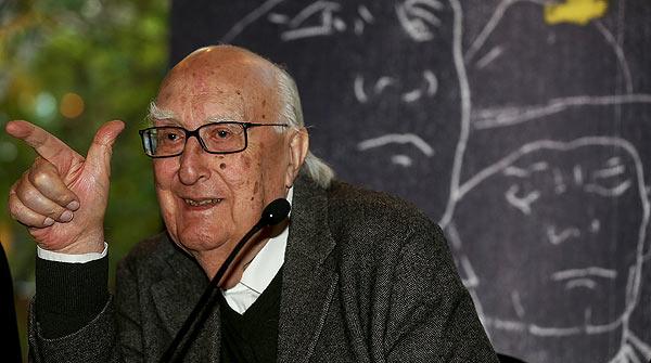 El escritor Andrea Camilleri visita Barcelona para recoger el IX Premio Pepe Carvalho.