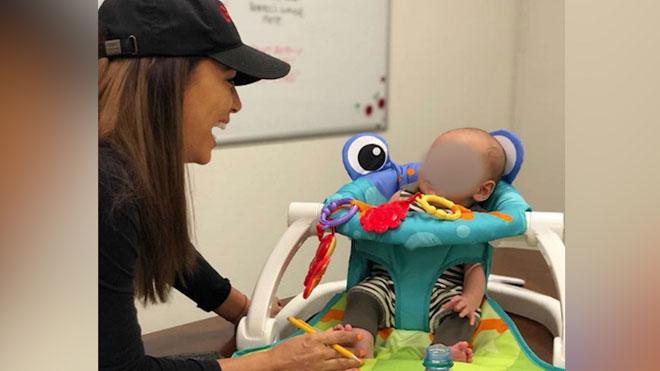 Eva Longoria vuelve al trabajo acompañada de su bebé.