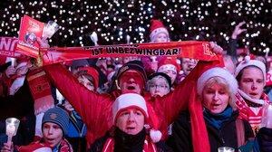 Fans del Union Berlin en el evento navideño.