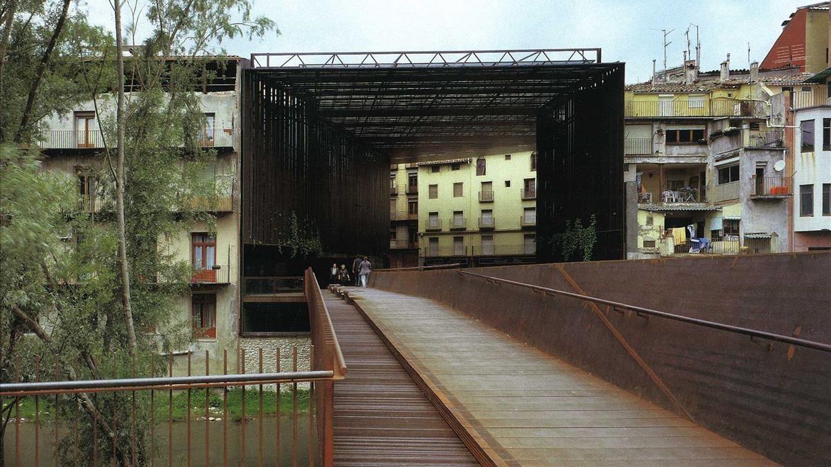 Espacio público de La Lira, enRipoll, obra de RCR Arquitectes.