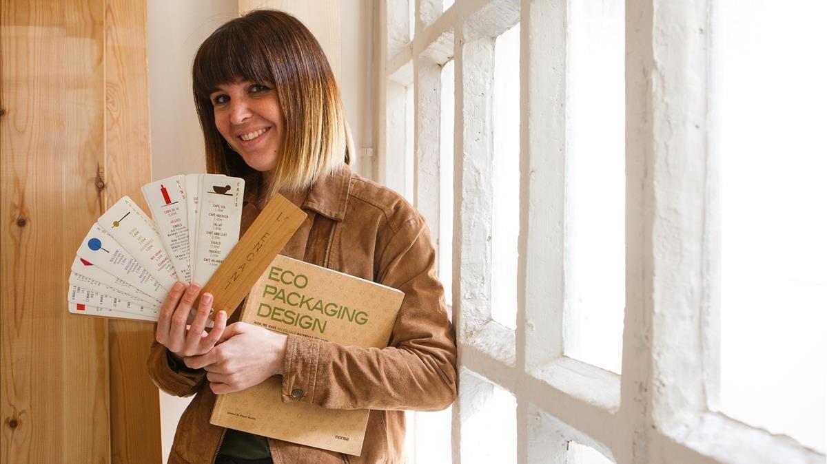 Núria Vila, diseñadora gráfica especializada en materiales eco-sostenibles.