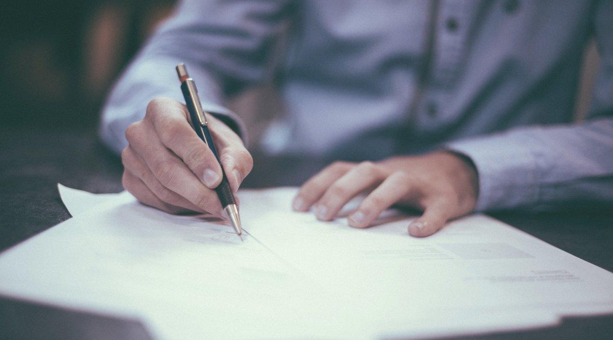 Poderes notariales, ¿qué son y qué implican?