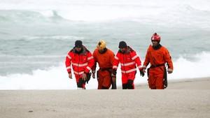Una dona mor al desprendre's una pedra a la platja de Las Catedrales, a la costa de Lugo