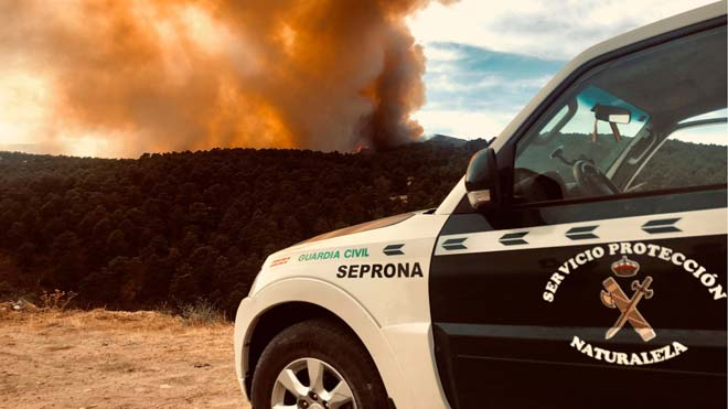 Desallotgen diverses cases de la serra de Madrid per un foc