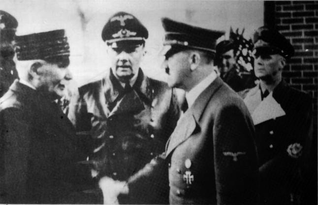 Hitler saluda al mariscal Pétain, en una fotografía tomada en 1940.