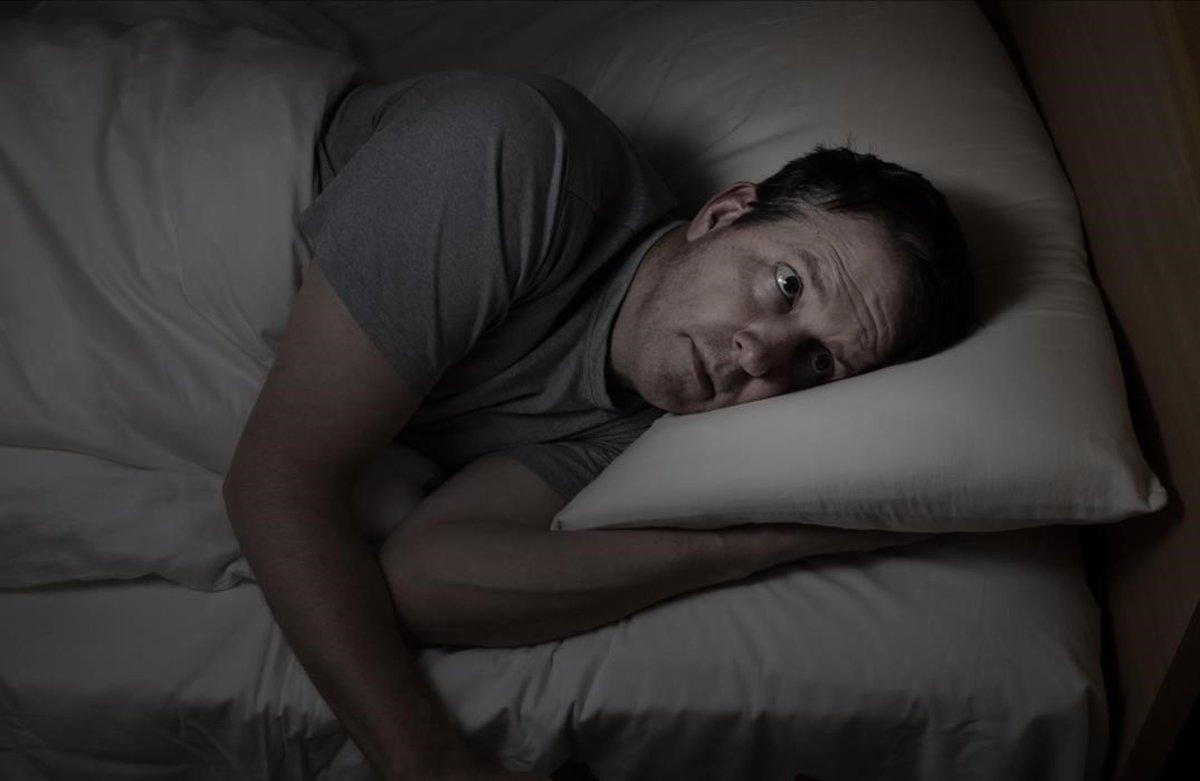 Un hombre con insomnio.