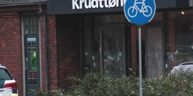 Impactos de bala en el café Krudttoenden, en Copenhague, donde se ha producido el atentado.