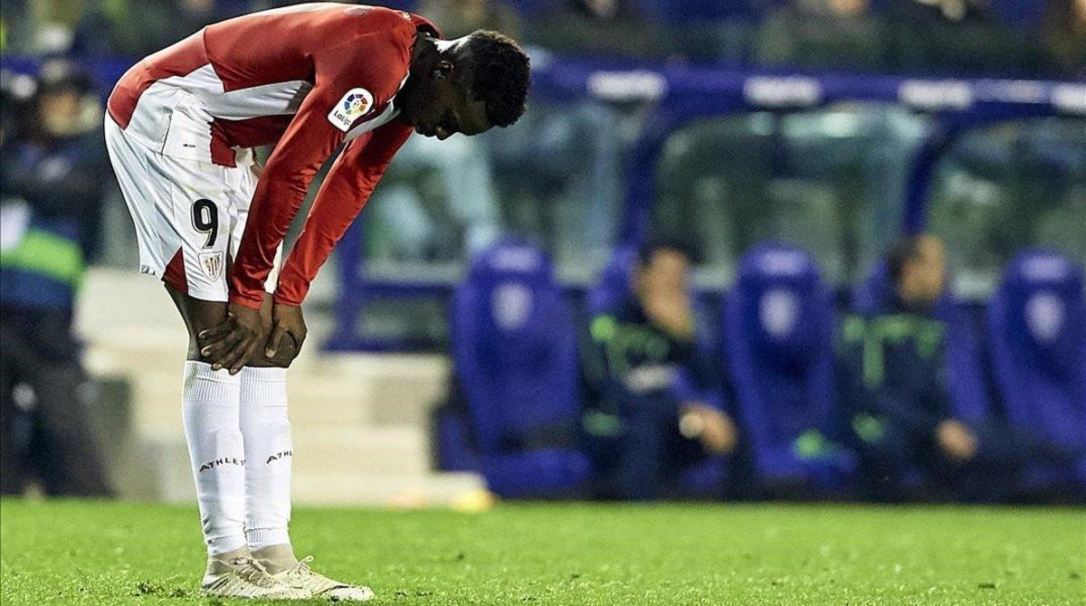 Iñaki Williams revela su deseperación en el último partido liguero liguero en el campo del Levante, donde el Athletic sucumbió por 3-0.