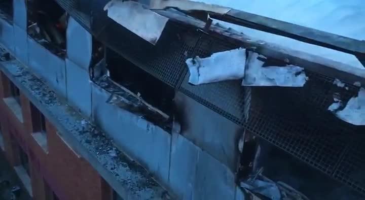 Un incendio arrasa una planta de la sede central de Bombers
