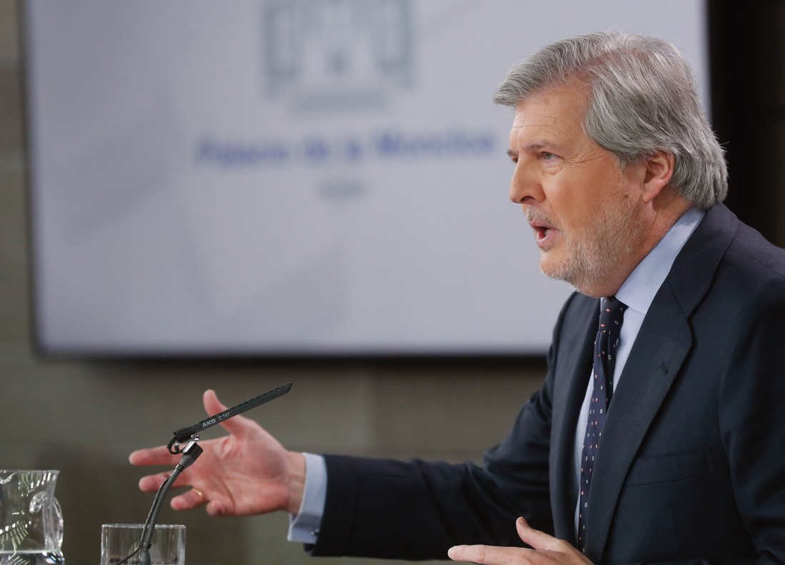 El portavoz del Gobierno y ministro de Educación Cultura y Deporte Íñigo Méndez de Vigo durante la rueda de prensa.