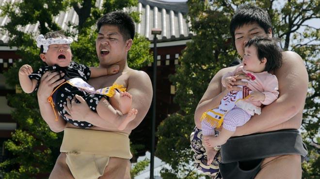 Existe una tradición japonesa que pretende provocar el llanto del niño para ahuyentar malos espíritus